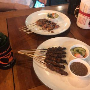 バリ島 ディナー おすすめ クタ 鶏肉のサテ 牛肉のサテ