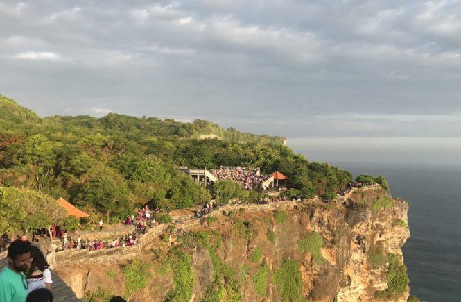 ウルワツ寺院 夕日 ケチャッ 絶景