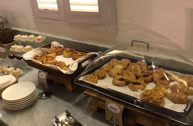 バリ島 空港ラウンジ t/g lounge 食べ物