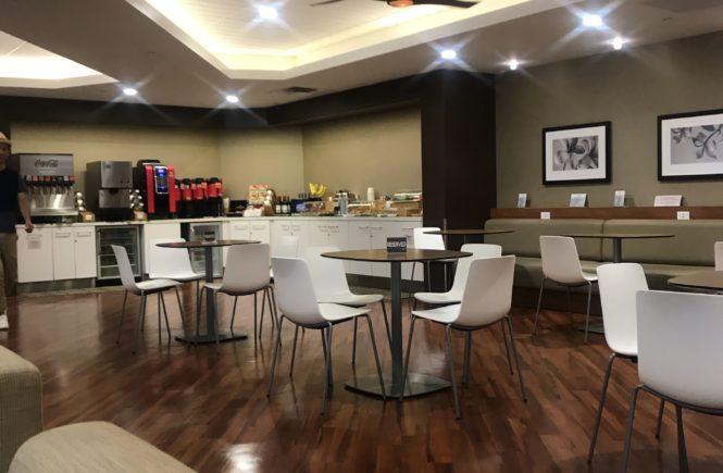 ハワイ・ホノルル国際空港「The Plumeria Lounge」内観②