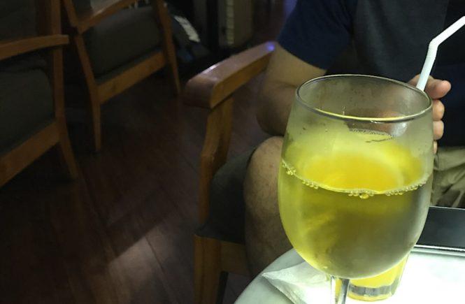 バリ島 空港ラウンジ t/g ワイン