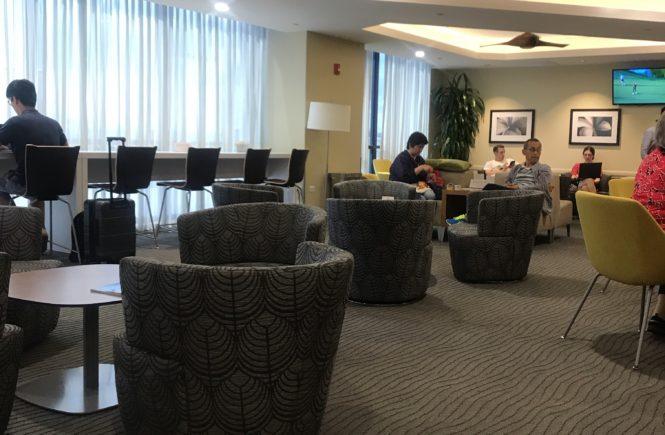 ハワイ・ホノルル国際空港「The Plumeria Lounge」内観①