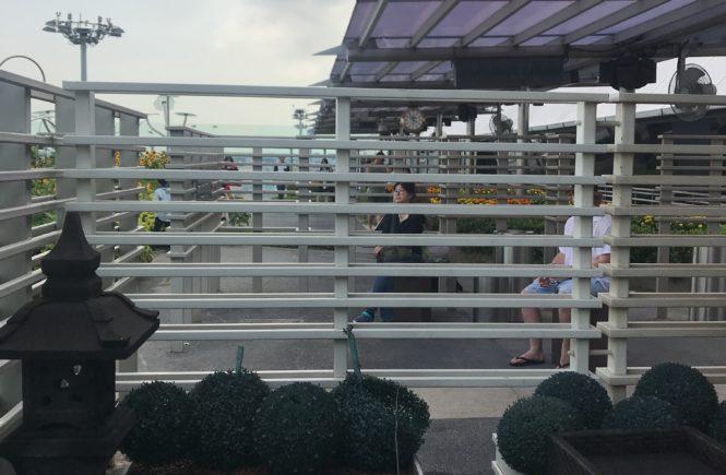 シンガポール 空港 ラウンジ アンバサダー バルコニー