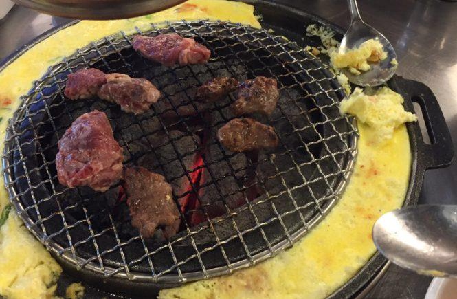 ホンデ おすすめ グルメ 新麻浦カルメギ 食事中